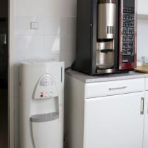 vízadagoló és kávégép